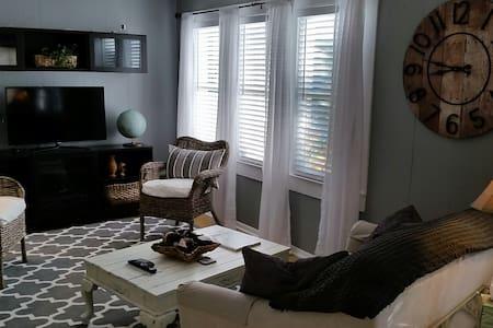 Cottage Apartment on the Bayou - Tarpon Springs - Lakás