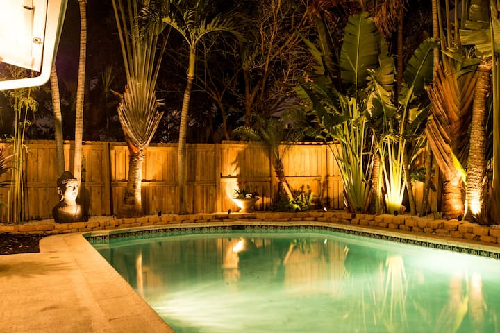 Lighted pool & landscaping for night swimming