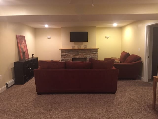 Cozy 2 bedroom, fireplace and separate entrance.