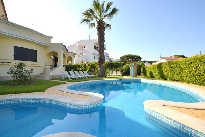4 bed room villa Vilamoura Private pool+ Free WIFI - Quarteira - Haus
