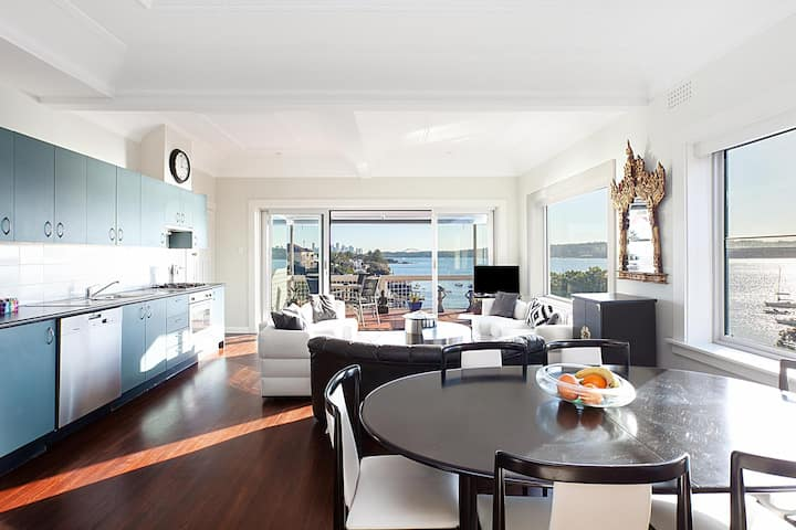 Art Deco apartment with breathtaking water views