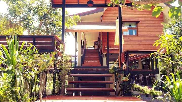 Tranquil wooden home   big garden   Thai breakfast