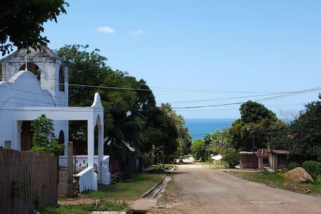 Truji´s guest room in Trujillo, Honduras
