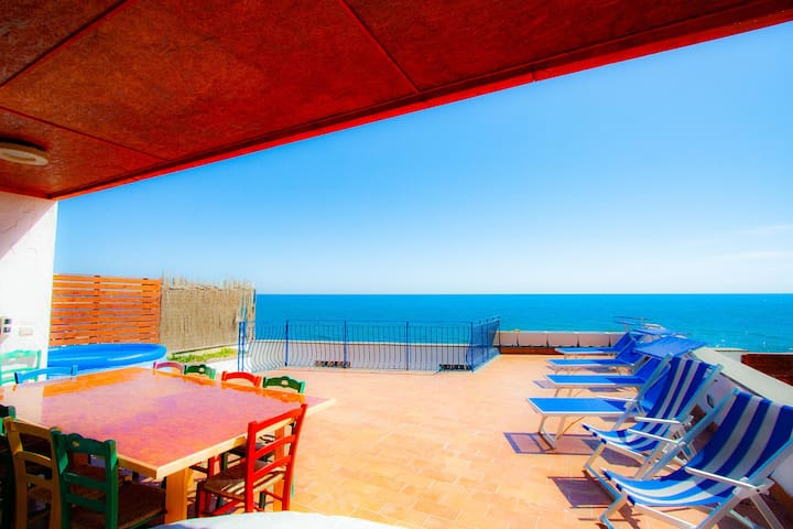 Villa with its own access to the sea, Wi Fi, A/C