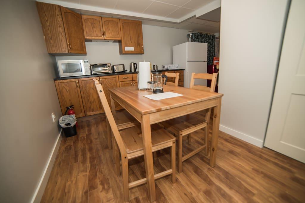 Dinning/kitchenette area