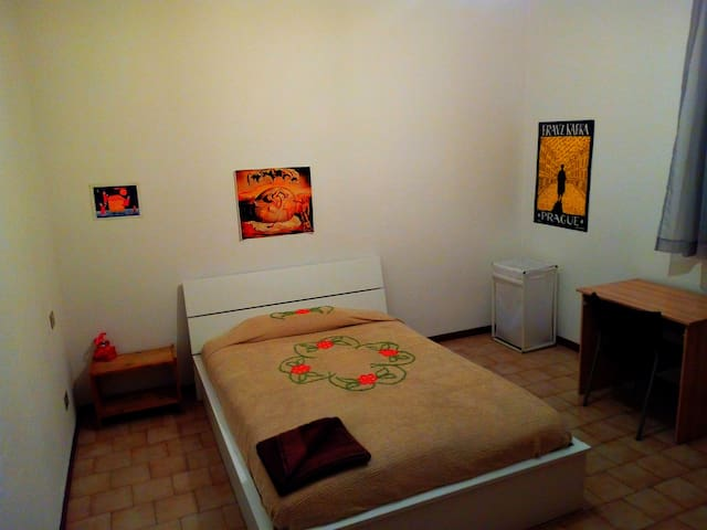 Nice room near to the down town(women or cople)