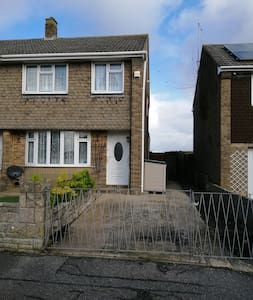 Room to rent in (shared) 3-bed end-terrace house.