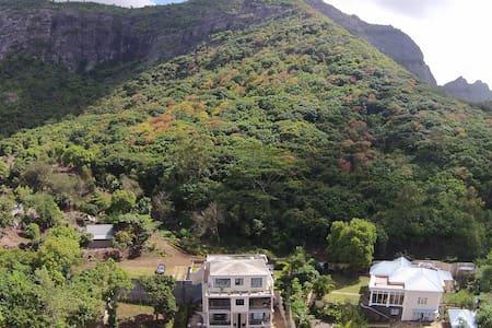 Joubarbe Residence - 2 bedroom Apt