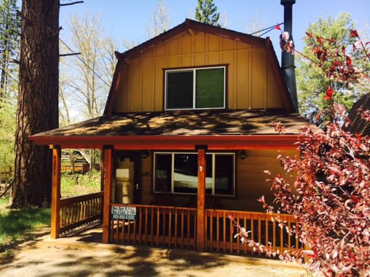 Rustic Cabin with Spa and Foos ball table