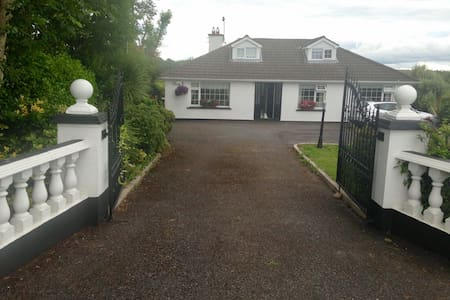 Twin Ensuite Bedroom, 10 minutes from Blarney