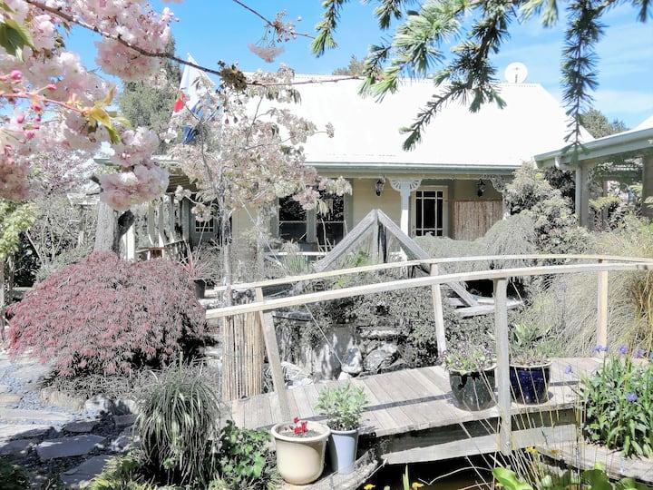 Keiko's Cottages-Wisteria Room