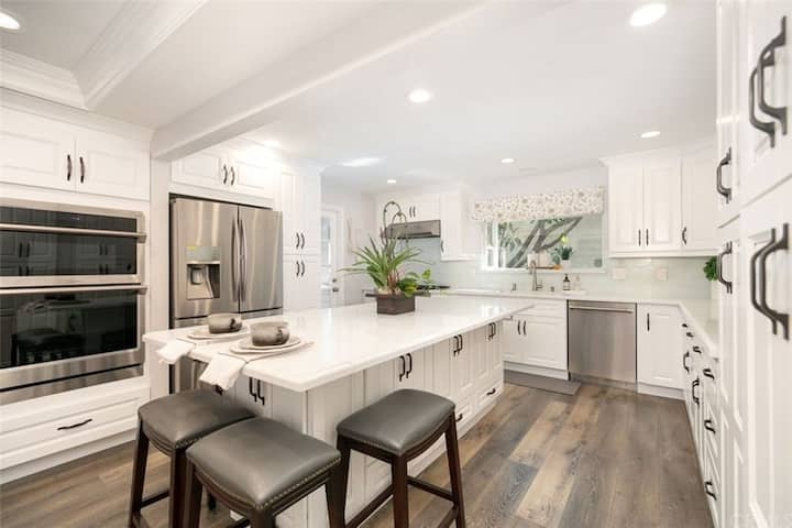 in the heart of Irvine, Northwood 2b1.5b suite