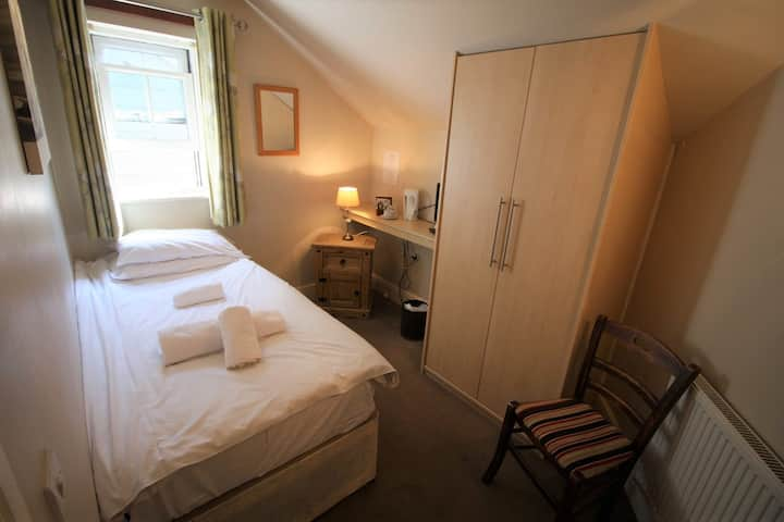 Single Room with Private Bathroom @The Riverside