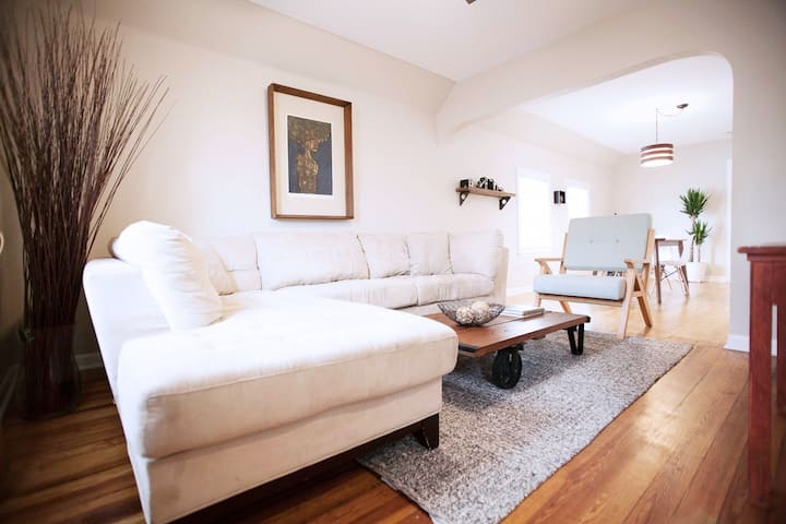 Cozy Two Bedroom Apartment in Downtown Forest Park