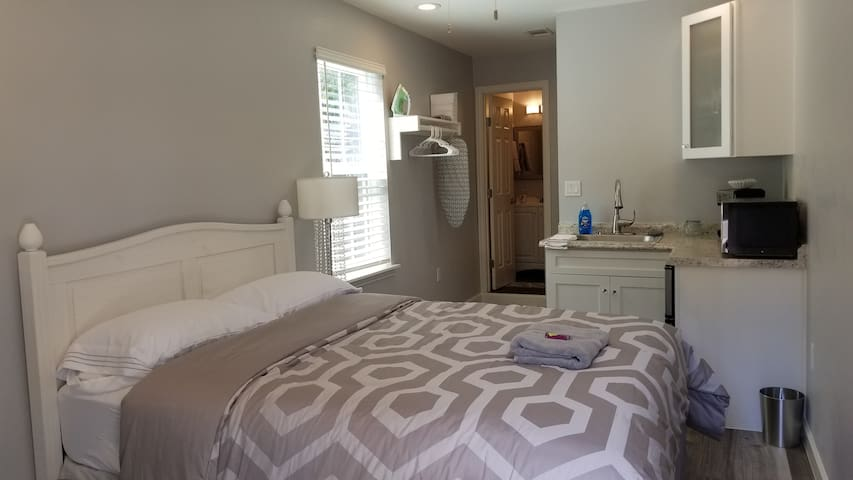 Elegant studio (R) apartment close to DFW airport