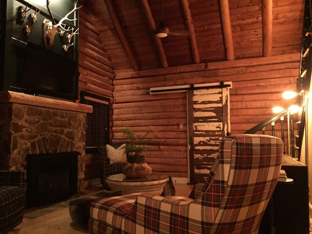 Cozy Mountain Log Cabin - Blowing Rock - 一軒家