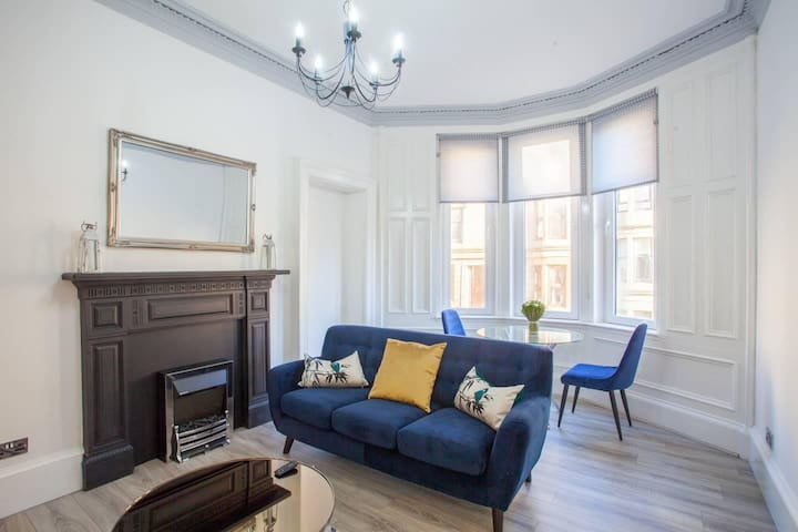 Modern 2 bedroom in the heart of West end.