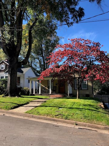 Craftsman 3 Bd / 2 BA - 1/2 Mile from Downtown