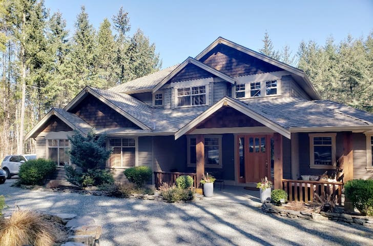 Private Acreage Retreat Close to Parksville, BC