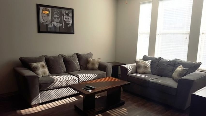 Lovely 2BD2BA in Dallas (Phone number hidden by Airbnb)