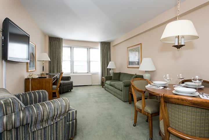 Sunny 1 bedroom suite in midtown Manhattan