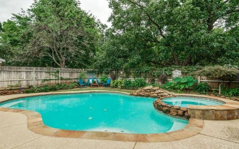 Heated Pool/Slp 16/Firepit/By Gaylord/Lake Gvine
