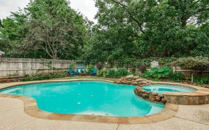 Huge Luxury/Heated Pool/Slp 16/Firepit//Lake Gvine