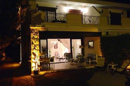 Alaçatı merkezde kiralık villa - Çeşme