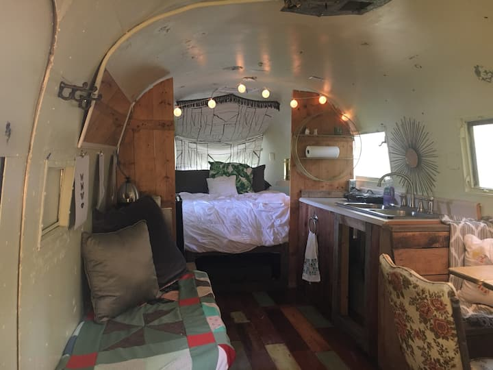 Vintage Airstream * Socially Distant Spring Stay*