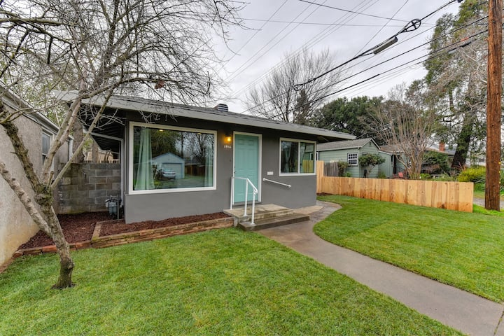 East Sac Tiny Home Minutes from UCMed Center