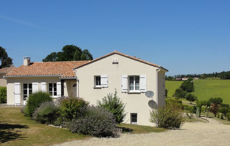 Detached modern home with  panoramic views & pool - Montmoreau-Saint-Cybard - Casa