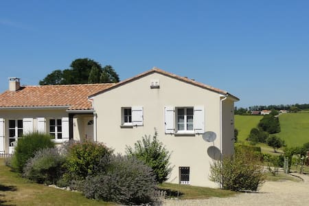Detached modern home with  panoramic views & pool - Montmoreau-Saint-Cybard - Haus