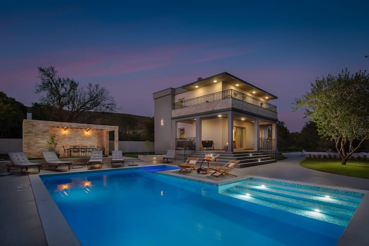 Villa Dali - luxury holiday house in relaxing area
