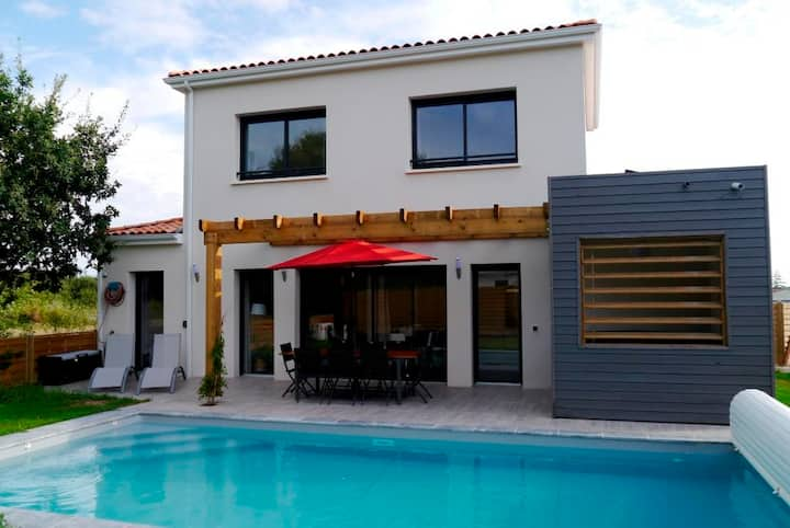 4 bed 4 bath villa with pool, jacuzzi & tennis (3)