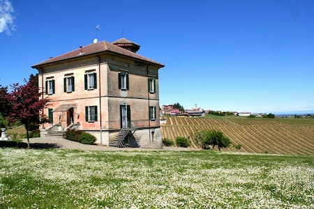 Charming hillside Villa surrounded by vineyards - Ziano Piacentino - 別荘