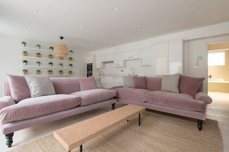 The Curtain 3 (1) - 3 Bed - London - Apartment