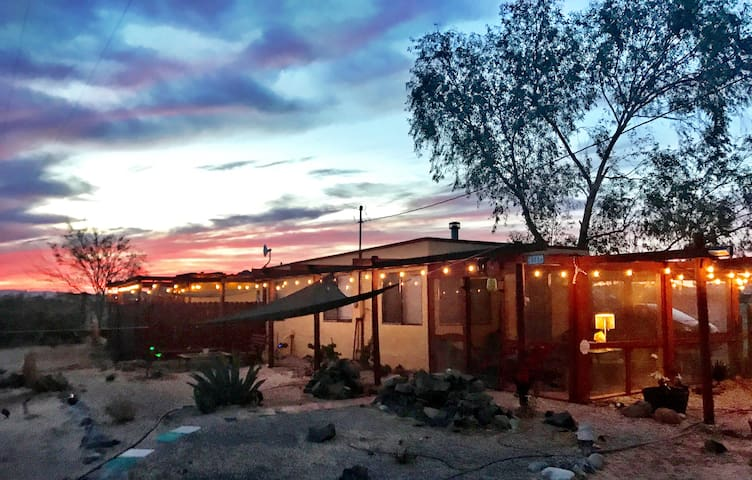 "Joshua Tree Desert Retreat: ""El Ranchito"""