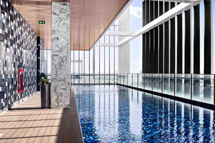 曼谷CBD高档公寓,顶层无边泳池sky pool~7mins to BTS Phrom Phong