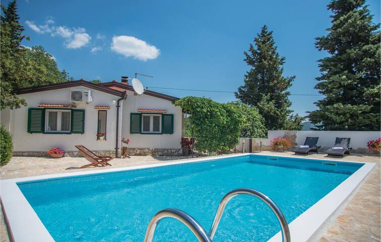 Holiday cottage with 2 bedrooms on 65 m² in Visnjica