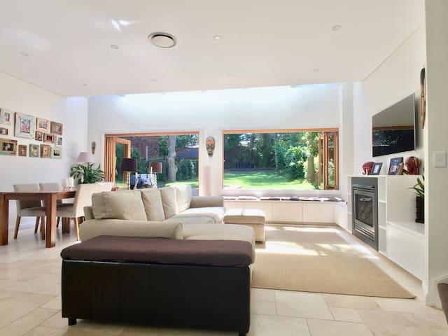 Luxury Parkside Family home, near Beaches - Waverley - Rumah