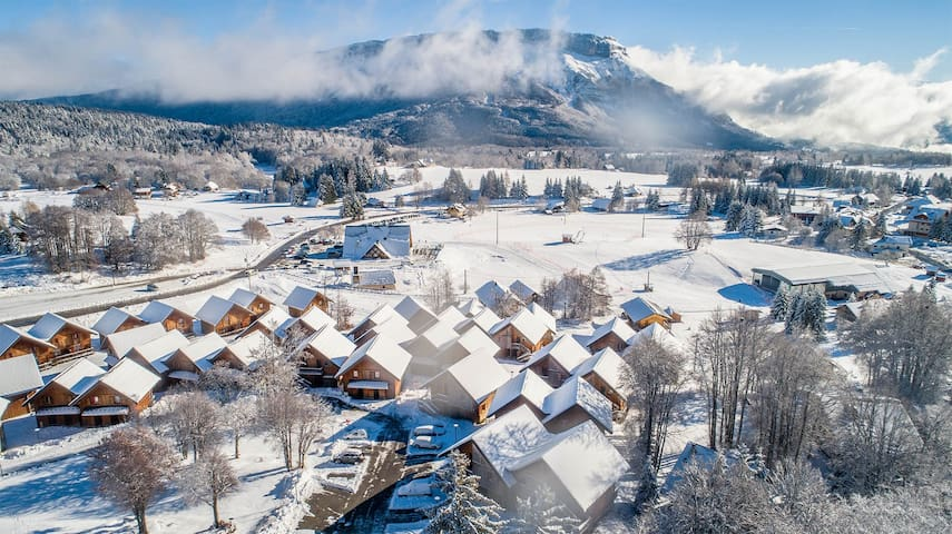 Appart de montagne proche du centre | Accès piscine + Casiers à ski