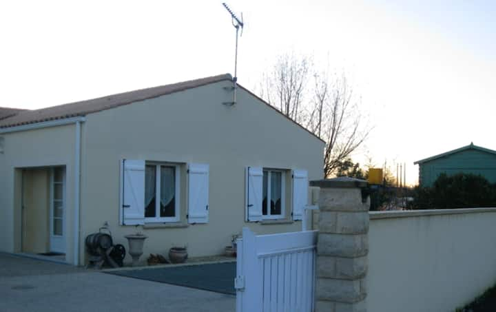 Studio in Tonnay-Charente, with enclosed garden and WiFi
