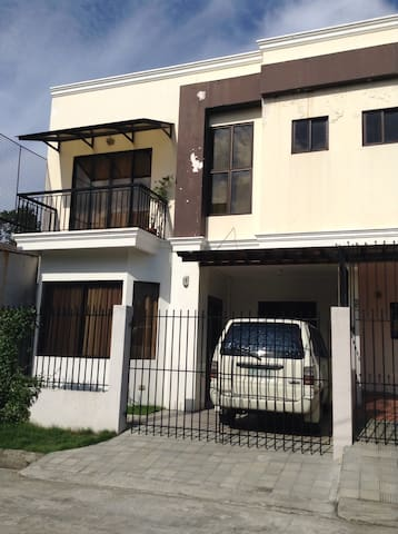 Welno's Space & Shuttle Rm. 02 - Mandaue City - Townhouse