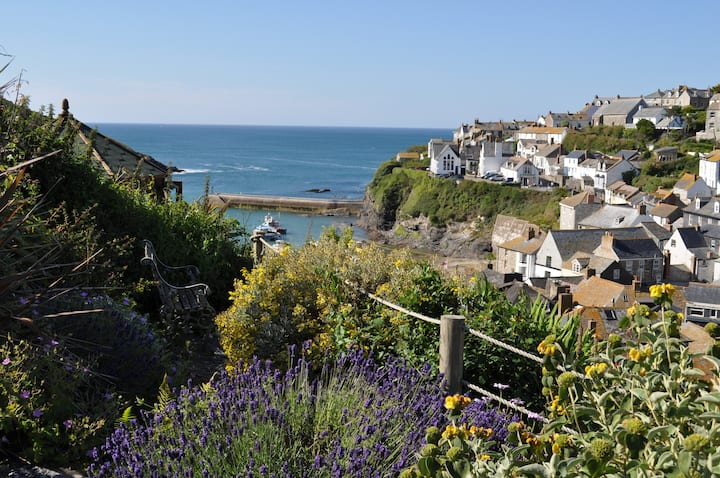Arabia Cottage, Port Isaac, sleeps 5 with parking.