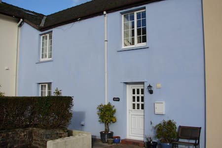 Spacious cottage with inglenook/ wood burner - Pembrokeshire