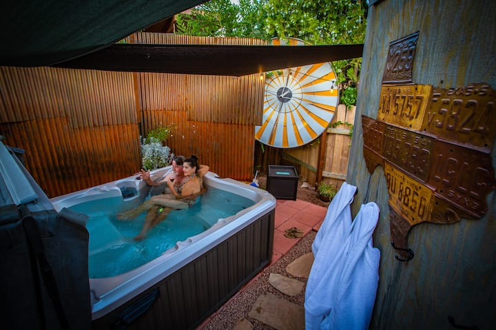 Private outdoor courtyard/Uptown Sedona/Views