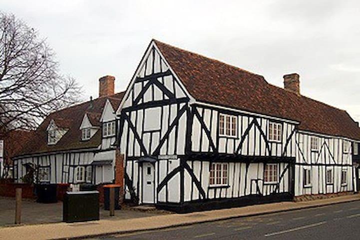 Unique Grade 2 listed Tudor cottage