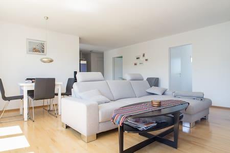 Modernes Apartment am Bodensee - Bottighofen - Apartamento