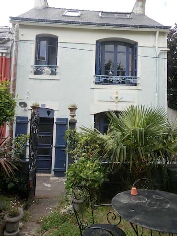Maison de charme dans un environnement calme - Lorient - Casa