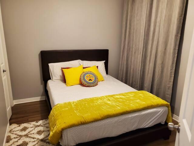 Private cozy room in a modern condo near DIX 30